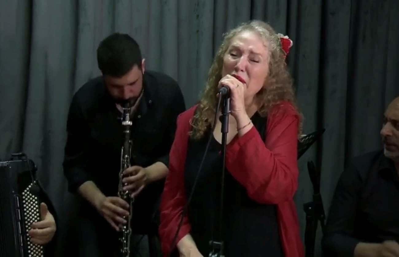 Suzan Kardeş D&R'la Evde Müzik programında müzik resitali sundu