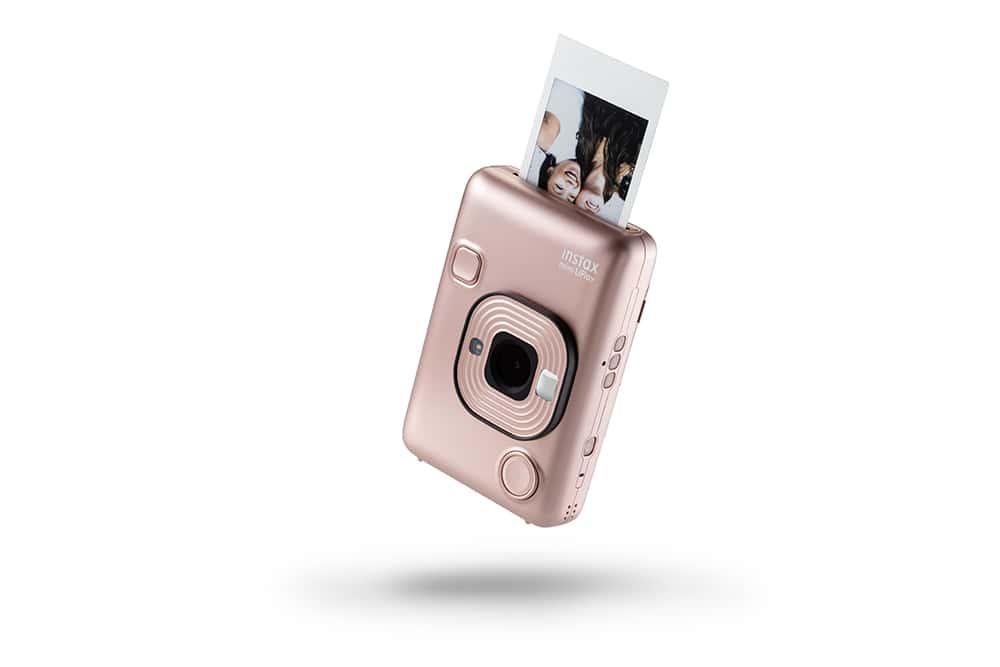 Tatil Bavulunuzda Fujifilm'in Rengarenk Instax Modellerine Yer Açın