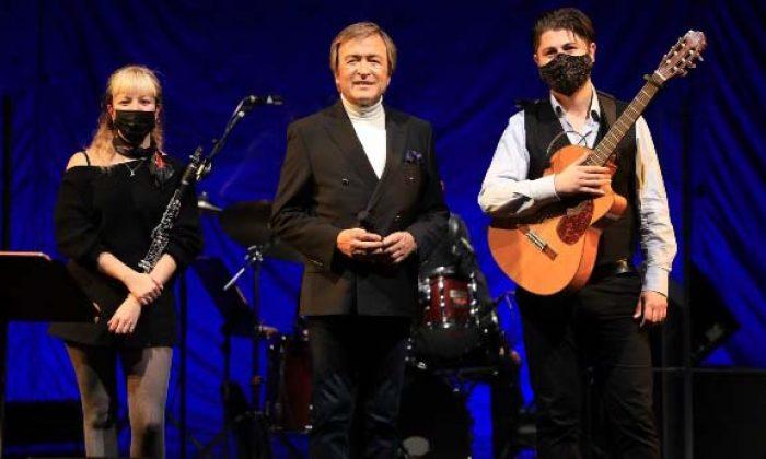 Erol Evgin yeni yılın ilk konserini İş Sanat'ta sokak müzisyenleriyle birlikte veriyor