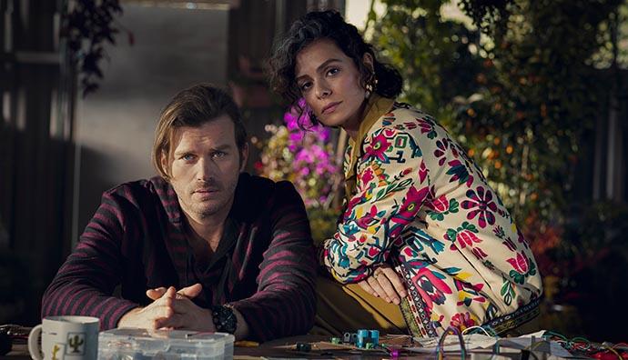 Netflix, Kıvanç Tatlıtuğ'un yeni dizisinin ilk görsellerini paylaştı